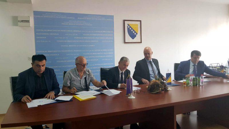 Potpisani Ugovori o sufinanciranju radova za projekte utopljavanja zgrada radi uštede energije